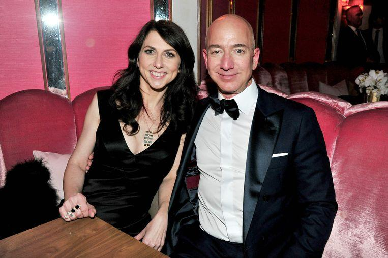 Messages from Jeff Bezos to his mistress leaked and the internet smiles