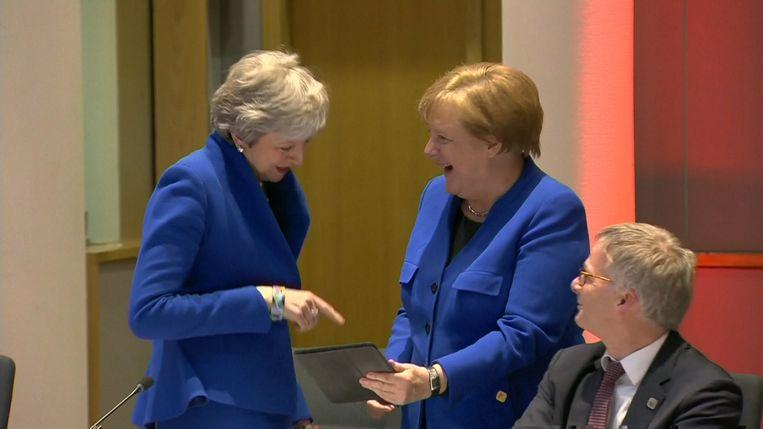 Hilarity on brexittop: May and Merkel laugh at the same outfit
