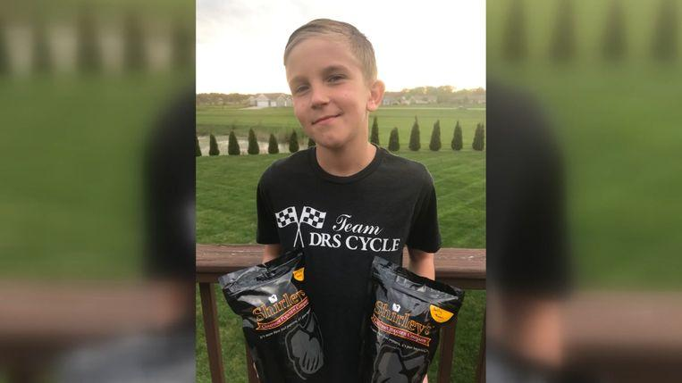 Little boy sells popcorn to raise money for a heart transplant grandpa