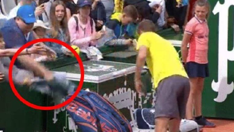 Filthy action of spectator on Roland Garros did not escape camera's eye
