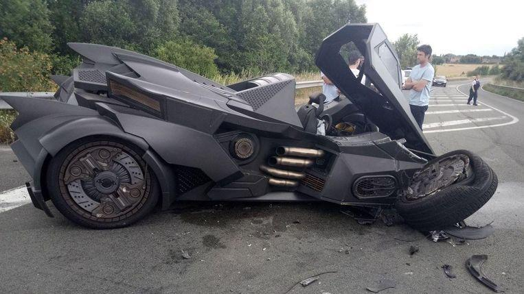 You don't see this every day: Batman crashes in Tetegem