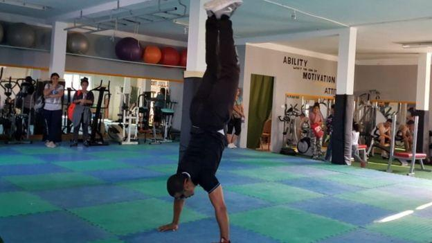 """Nour, blind and athlete: """"I don't see but I do high-level gymnastics"""""""