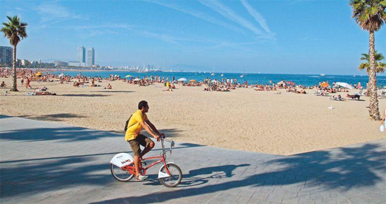 Beach in Barcelona cleared due to bomb report