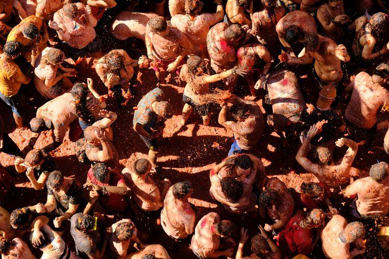 Over 20,000 people take part in the world's largest food fight