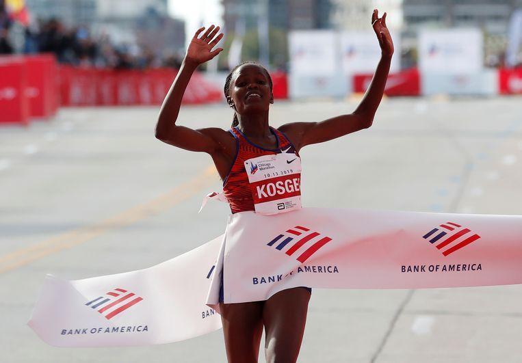 Kenyan Kosgei crushes Paula Radcliffe's 16yrs world record in Chicago Marathon