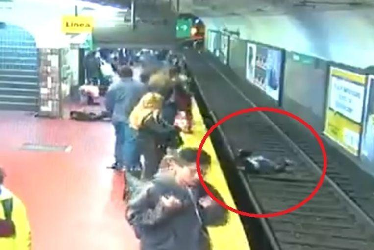 Shivering images show how woman falls on the upcoming metro