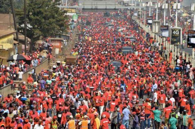 Thousands of protesters in the streets of Guinea against 3rd mandate