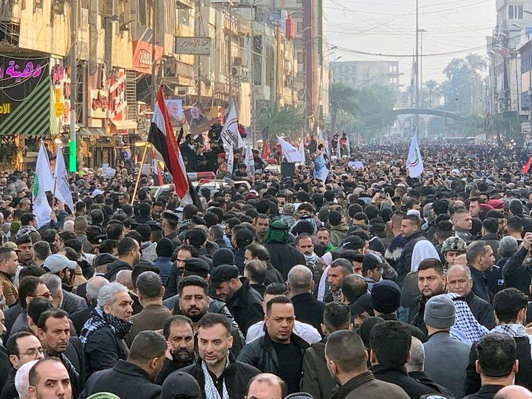 """Iraqis shout """"death to America"""" during Soleimani's procession [Photos]"""