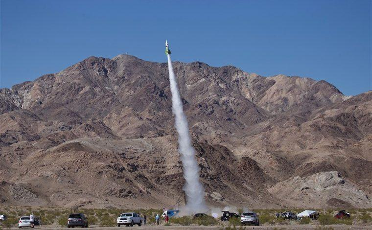 """To prove that earth is flat, """"Mad"""" Mike Hughes launches himself with self-made rocket"""