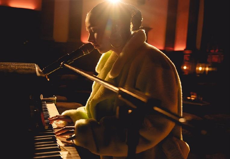 Alicia Keys postpones new album