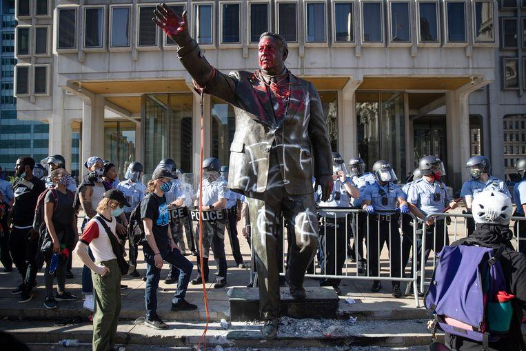 The vandalized statue of Frank Rizzo in the American city of Philadelphia.