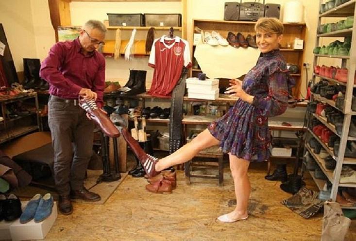 Shoemaker designs special social distancing shoes: 75 cm long