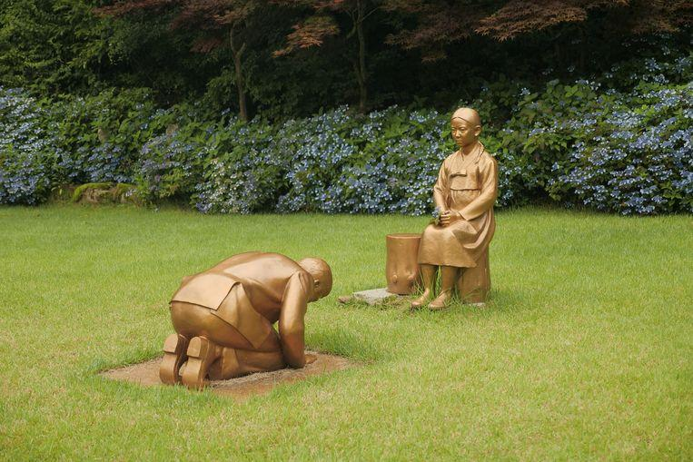 """Japan furious over South Korean statue resembling Prime Minister bowing to """"comfort girl"""""""