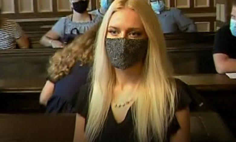 Slovenian (22) sawed off her hand to collect about $1 million