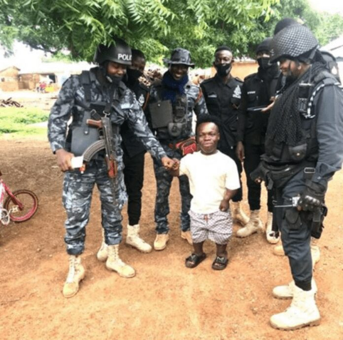Shatta Bandle with Policimen in C Shape