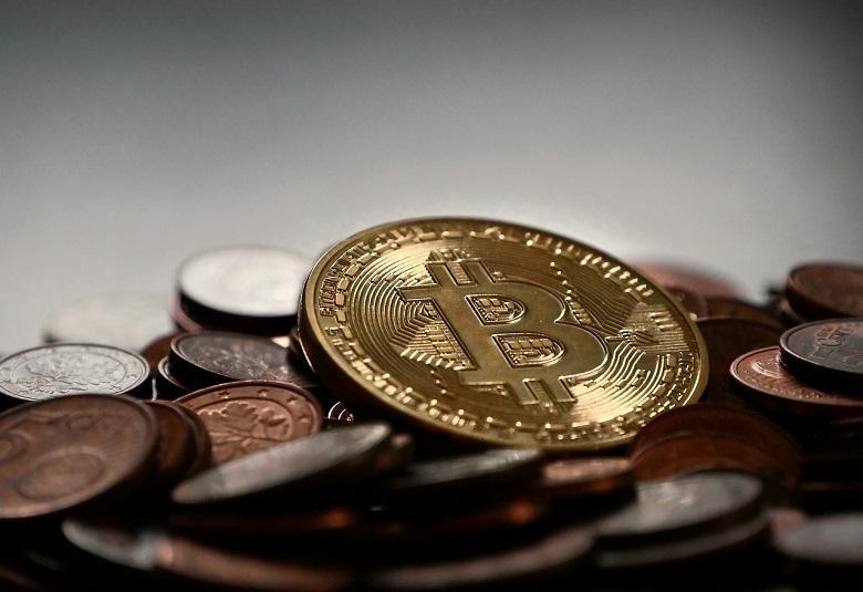 The cryptocurrency bitcoin briefly passed the 18,000 dollar mark on Wednesday. Only on Tuesday, the currency had passed $17,000.