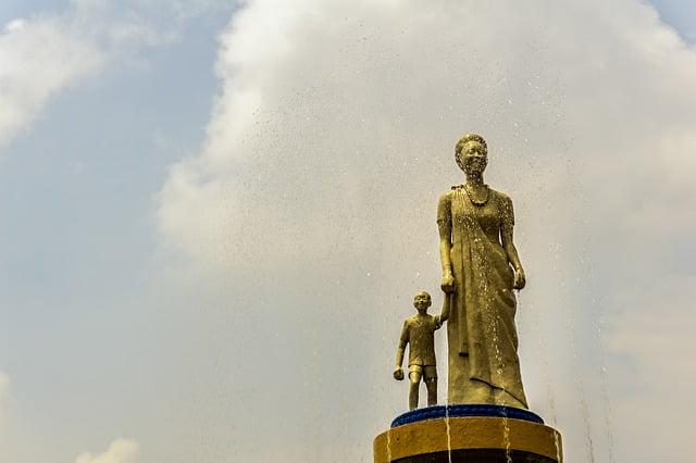 10 bizarre things to know about Rwanda: hug before a handshake