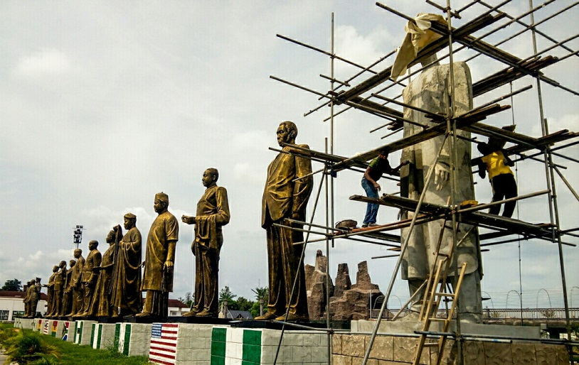 Eight statues of African presidents