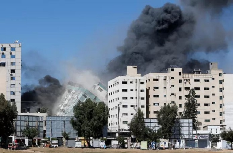 Press offices in Gaza Strip bombarded with rockets 'after warning'
