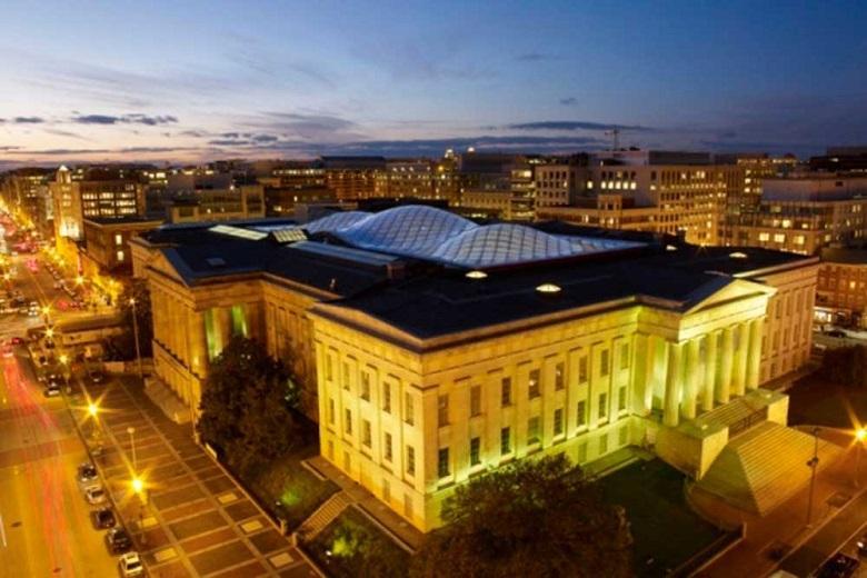 Courtyard of the Smithsonian Institution, Washington (USA)