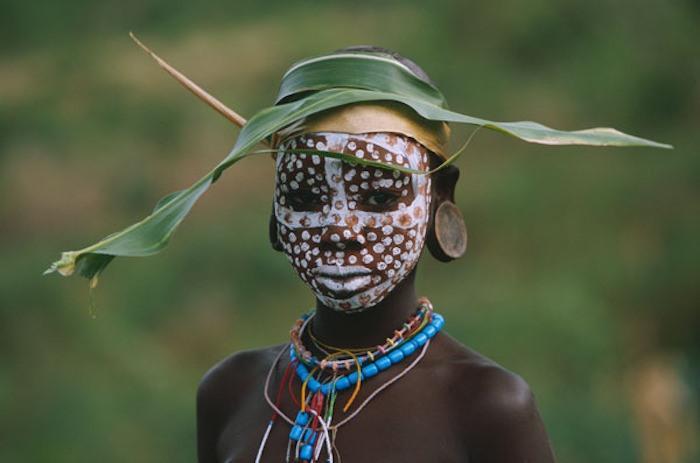 Creative hat, exquisite makeup