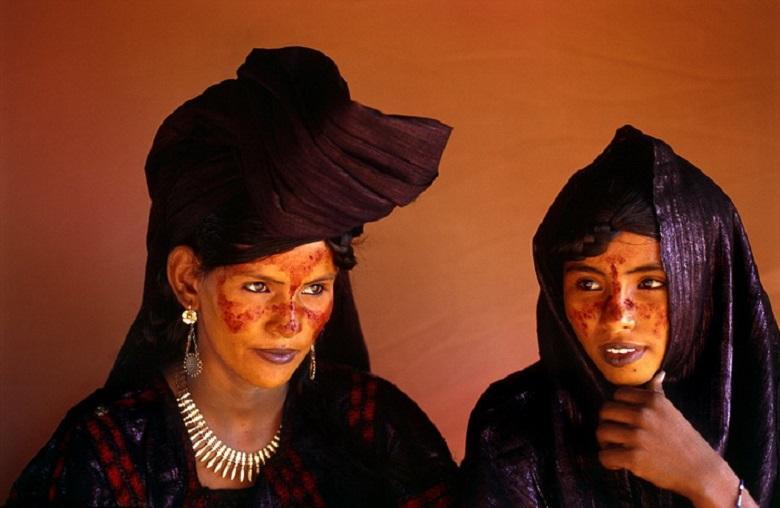 Tuareg tribal women, mysterious blue people of Sahara