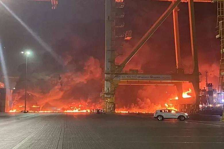 Powerful explosion sounds in Dubai port