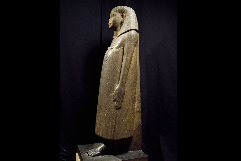 Why, in general, are the statues well preserved, but only the nose is missing?