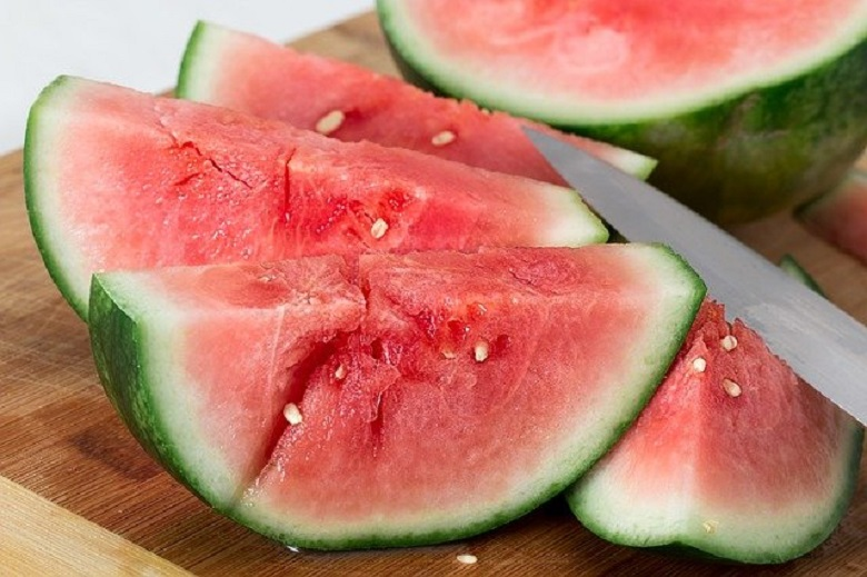 5 health benefits of watermelon that prove it's the perfect summer fruit